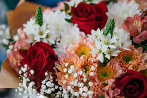 Fresh_Bouquet_of_Flowers_With_Red_Roses_White_Pink_and_Yellow_Flowers